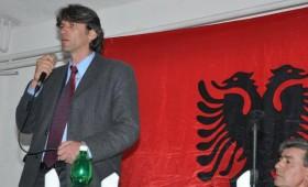 И струшкиот градоначалник Зијадин Села се пресметува со Македонците