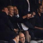 ФОТО: Срамно однесување на Обама на погребот на Нелсон Мандела