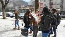 Во центарот на Кичево се делеа цвеќиња по повод 8-ми март