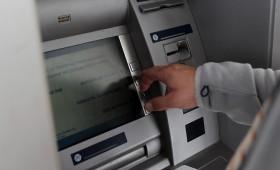Поради технички пропуст од банкомат подигнал речиси 1,5 милиони долари