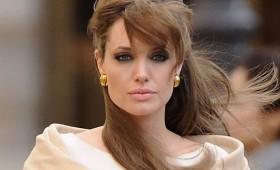 Анџелина Џоли размислува за политичка кариера