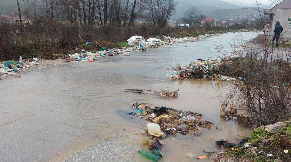 Gjubre po ulicite (1)