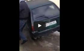 Оригинално паркирање во Кичево (видео)