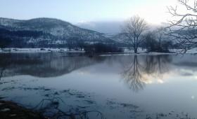 Во Србјани реката Треска направи езеро (фото)