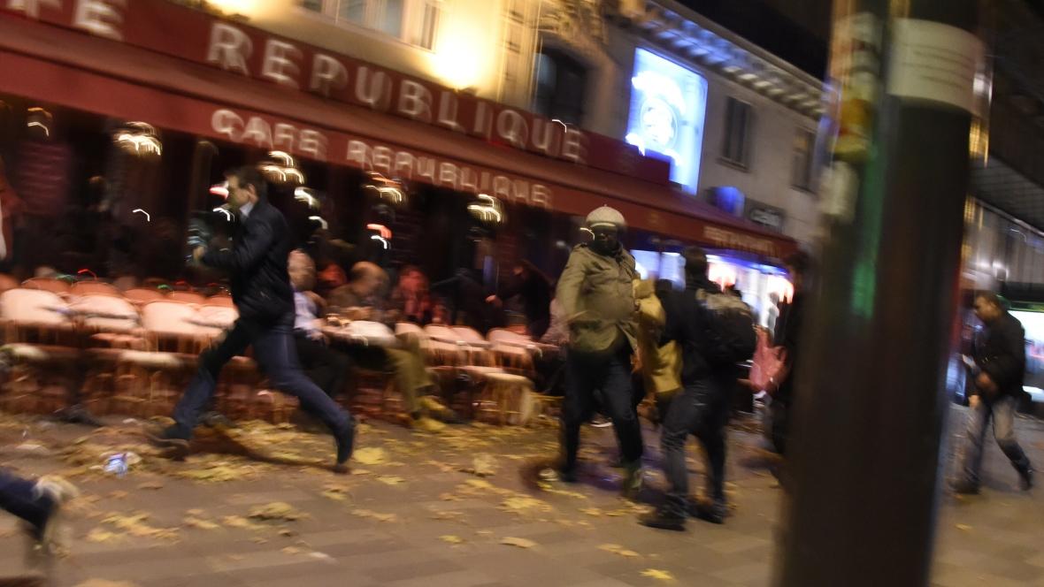 paris-attacks-chaos-nov-13-2015-place-de-la-republique-square